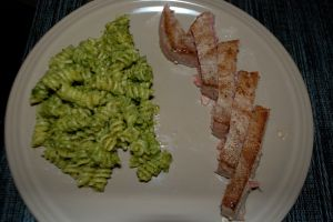 Seared ahi tuna and avocado pesto pasta