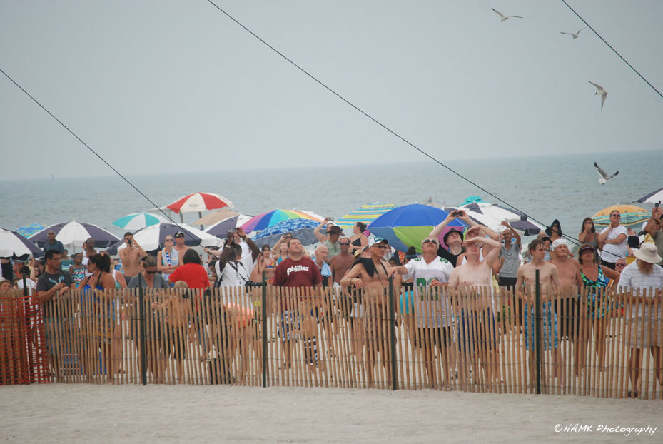 beach crowd watching